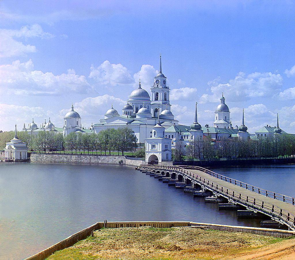 Monasterio de Santo Nilo en una isla en lago Seliger en la frontera entre Tver y Novgorod.